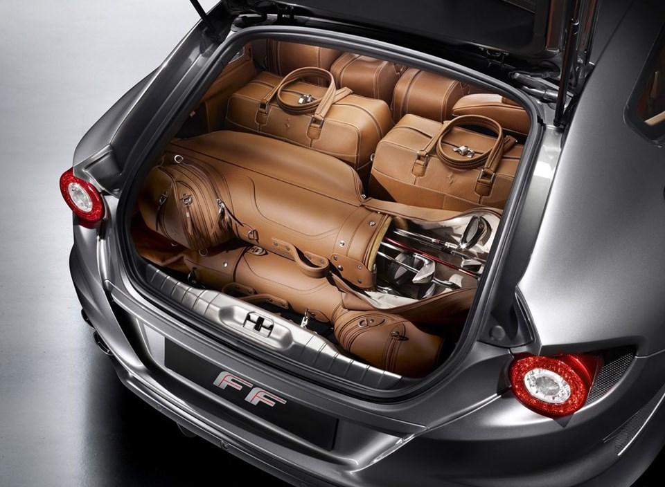 Lüks spor otomobillerde bagajın golf çantası alması çok önemli...