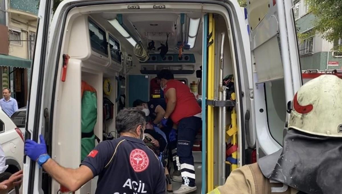 Fatih'te yanan dairede mahsur kalan yaşlı kadın kurtarıldı