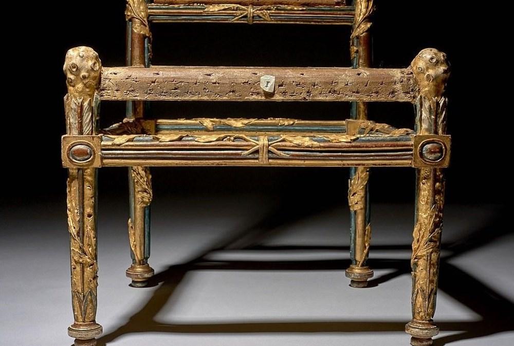 Fransa Kralı 16'ncı Louis'nin kardeşine ait 4 sandalye 1 milyon İngiliz pounduna satıldı - 5