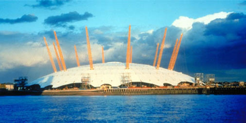 Konserlerin Londra'daki dev O2 Arena'da verilmesi planlanıyordu.