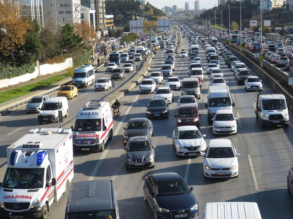 Hafta sonu kısıtlaması öncesi İstanbul trafiği kilit - 4