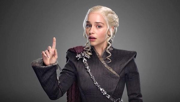Emilia Clarke Game of Thrones'ta masada unutulan kahve bardağının sahibini açıkladı
