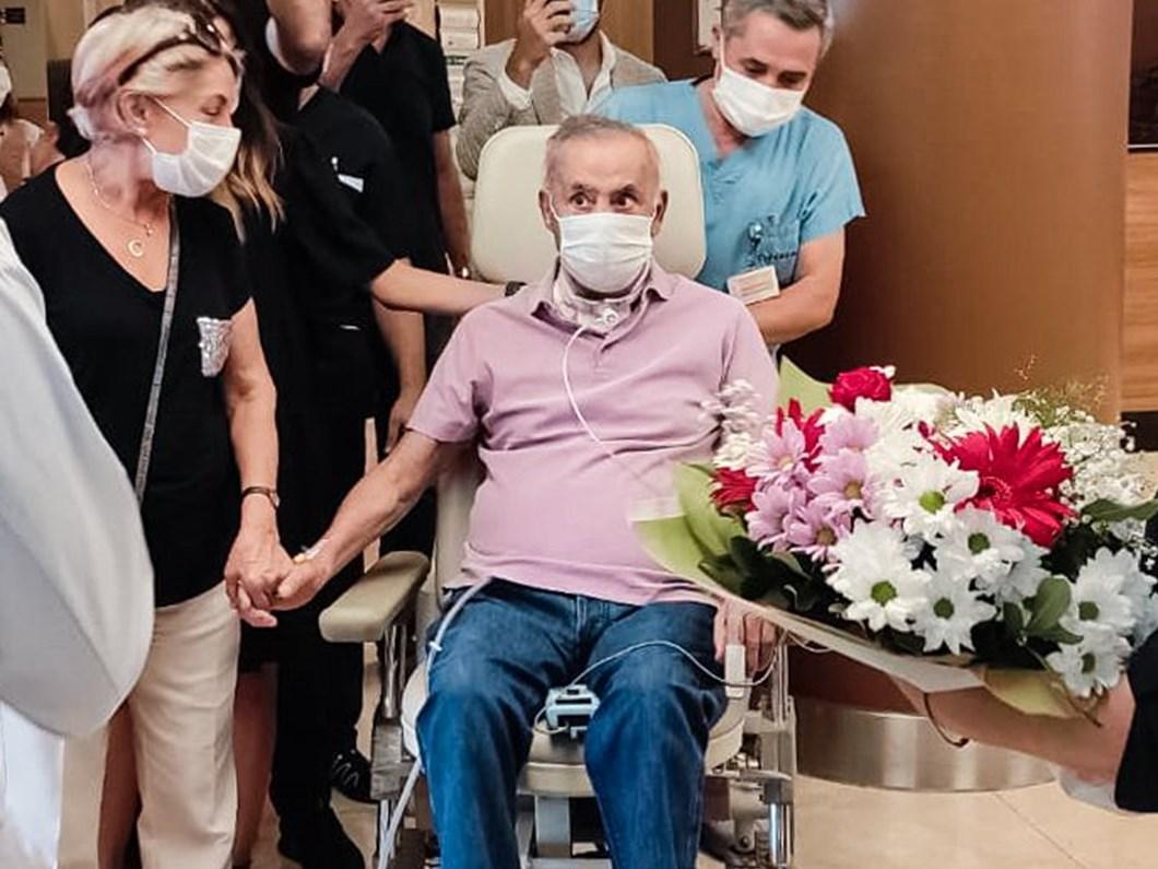 Covid-19 nedeniyle 130 gün yoğun bakımda kalan hasta taburcu oldu