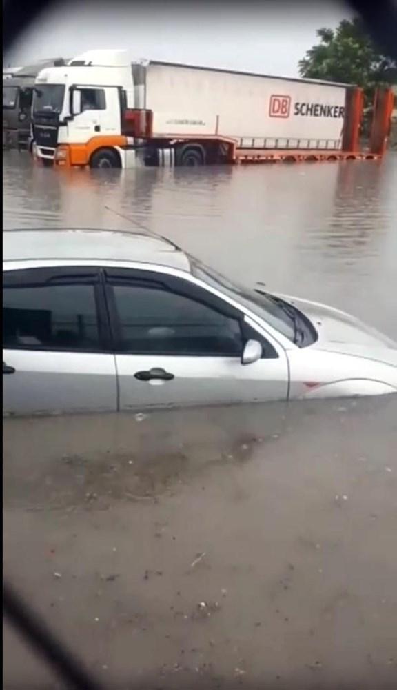 Ankara'da sağanak su baskınlarına yol açtı | NTV
