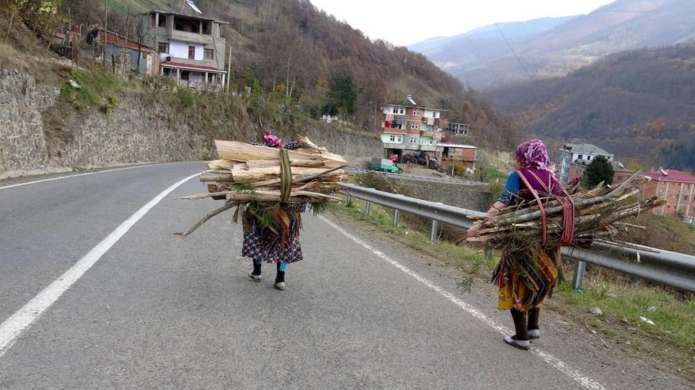 Karadeniz'in çalışkan kadınları: Köy toplansa evde tutamaz - 16