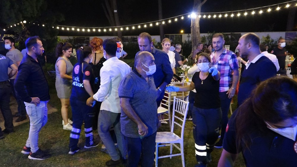 Antalya'da kır düğününde'ağaç' devrildi: 1 ölü - 8
