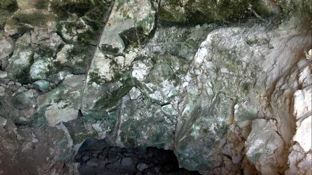 Van'da yol çalışmasında Urartular dönemine ait 2 kaya mezarı bulundu - 8