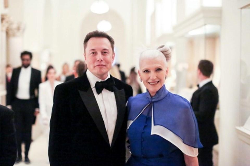 Musk ve 71 yaşındaki stil ikonu annesi Maye, Los Angeles gecelerinin aranan karakterleri