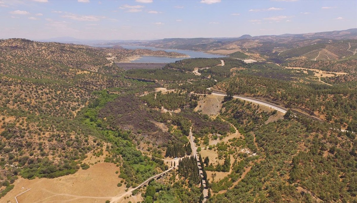 Türkiye'nin tek jeoparkı 'Yanık Ülke'nin ortasında bir doğa harikası: Adala Kanyonu