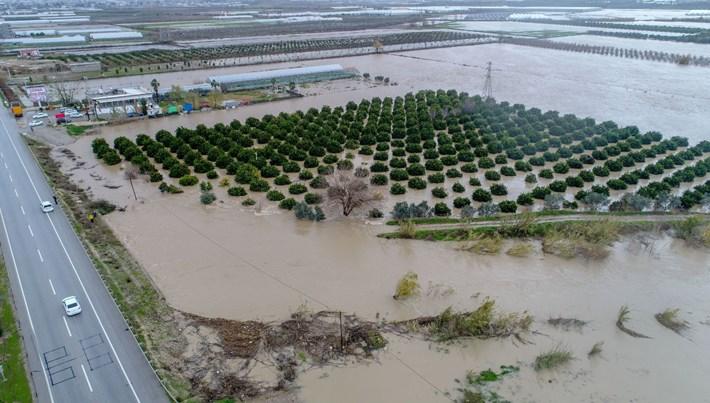 Antalya'da şiddetli yağış sele neden oldu: 40 kişi kurtarıldı