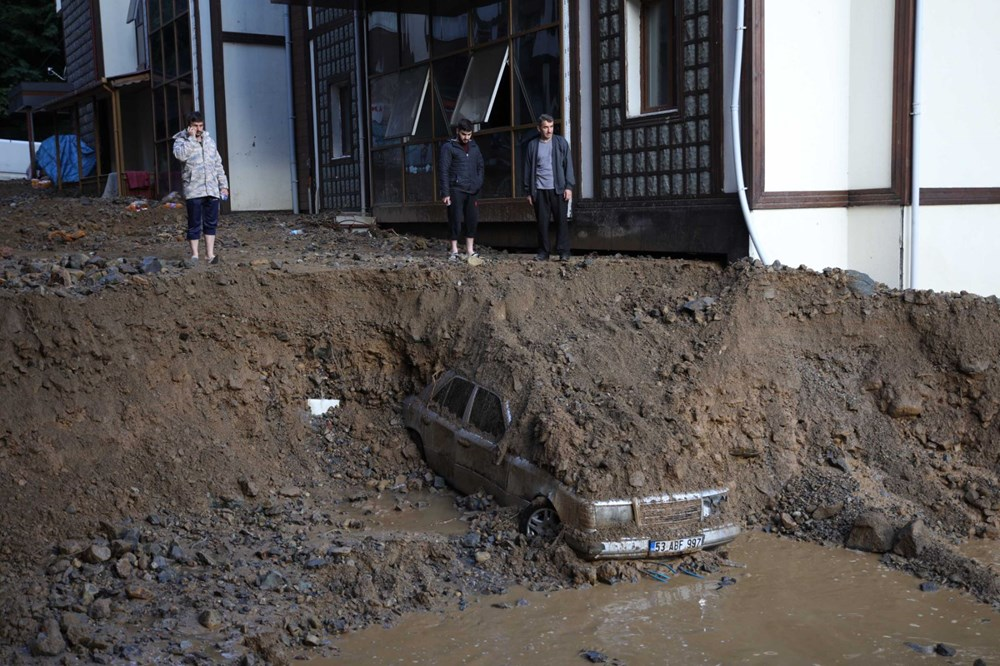 Rize'de sel ve heyelan afetinin hasarı gün ağarınca ortaya çıktı - 3
