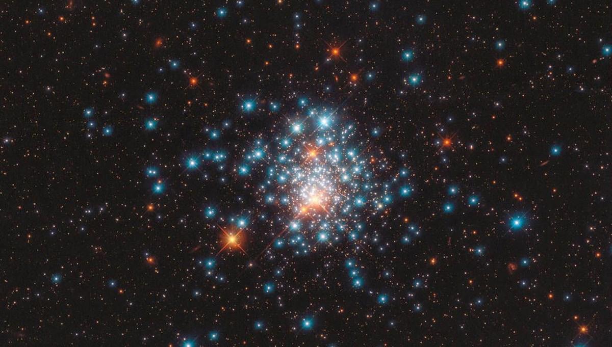 Uzaylılar yanıp sönen yıldızlarla iletişim kuruyor olabilir