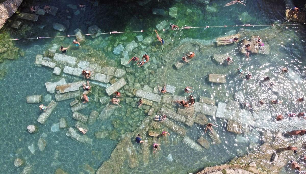Kleopatra'nın da yüzdüğüne inanılan 2 bin 500 yıllık antik havuza yoğun ilgi
