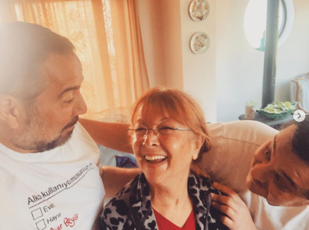 Ünlülerin Anneler Günü paylaşımları - 3