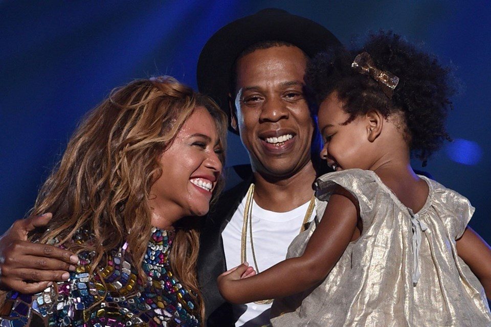 Beyonce ve Jay Z evliliklerini bir tanıtım partisinde bir video montajıyla duyurdu.