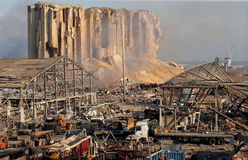 25 kilometre yarıçapında etkili olan patlama, 3,3 büyüklüğünde depreme neden oldu. Patlama nedeniyle Beyrut Limanı kullanılamaz hale geldi.