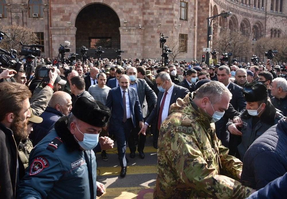 Ermenistan'da darbe girişimi: Paşinyan destekçileri ve karşıtları meydanlara çıktı - 18