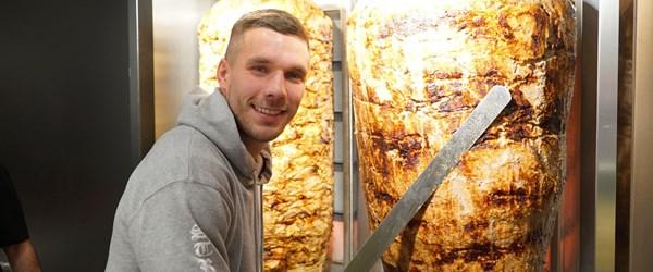 Lukas Podolski dönerci açtı