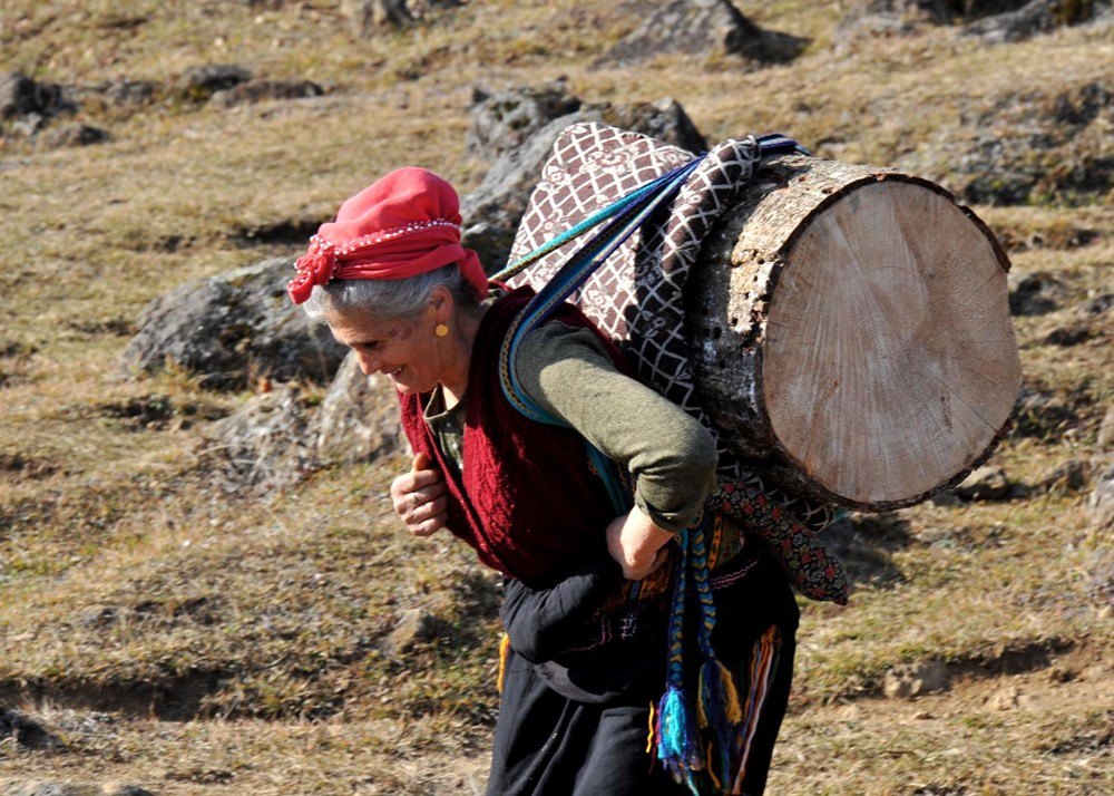 Karadeniz'in çalışkan kadınları: Köy toplansa evde tutamaz - 4
