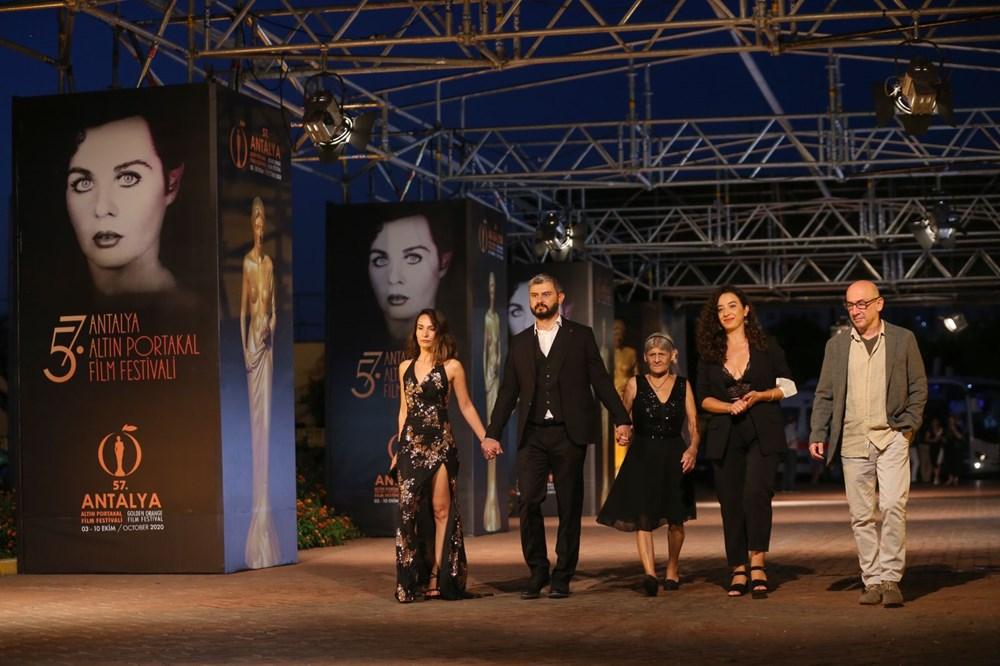 Altın Portakal Film Festivali kırmızı halı geçişiyle başladı - 4