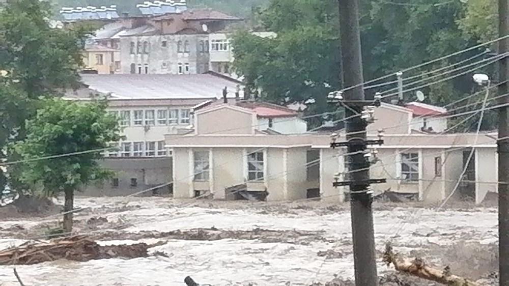 Batı Karadeniz'i sel vurdu: 13 yaşındaki kız çocuğu selde kayboldu - 20