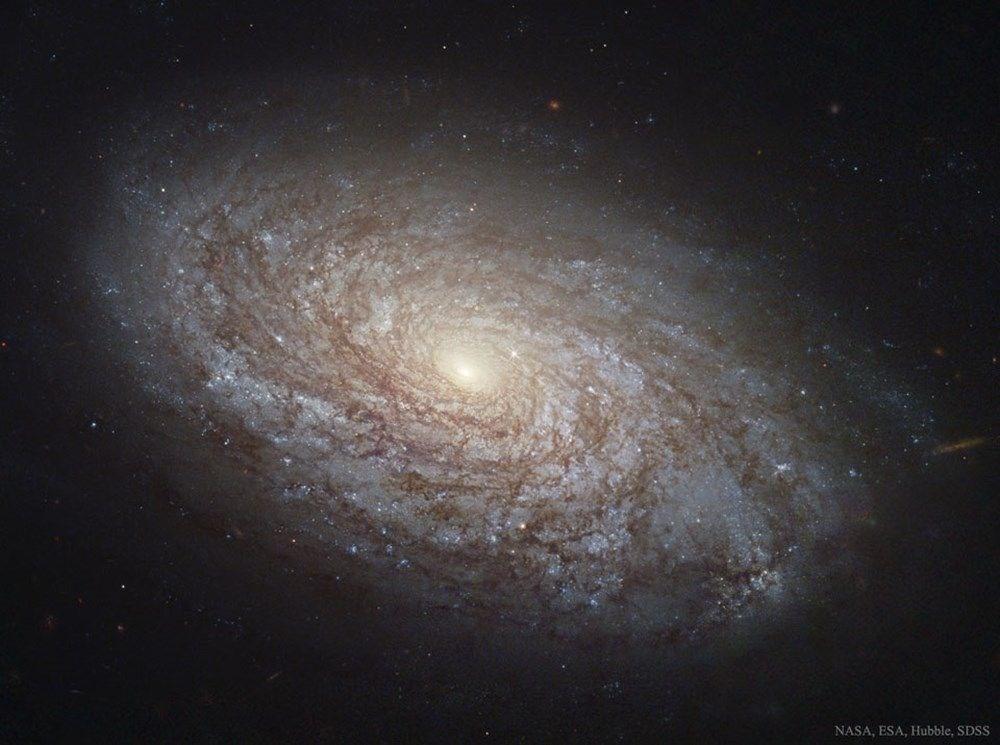 NASA, 250 yıl önce keşfedilen galaksinin fotoğrafını paylaştı: 150 milyon ışık yılı uzaklıkta - 7
