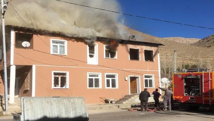 Bayburt'ta yangın faciası: 2'si çocuk 3 kişi hayatını kaybetti