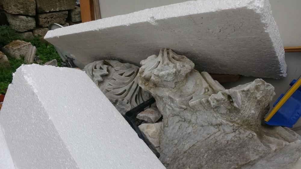 Bina yıkıldı, tarihi eserler ortada kaldı - 1