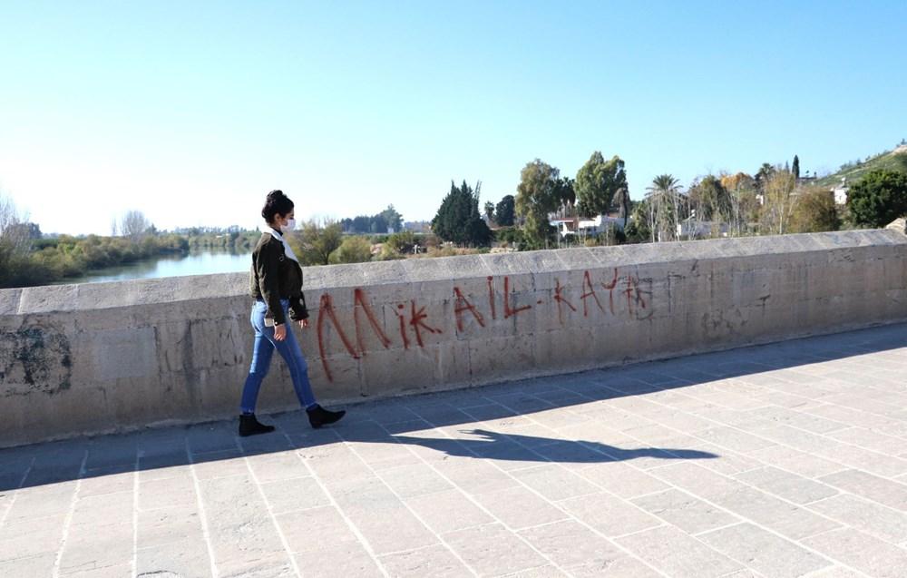 Misis Köprüsü'ne sprey boya ile yazı yazdılar - 5