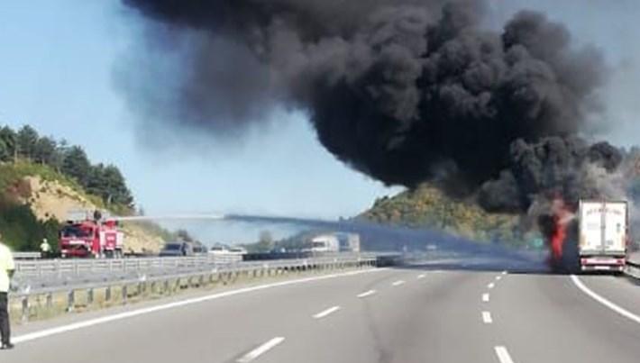 TEM'deki TIR yangını Ankara istikametini kapattı