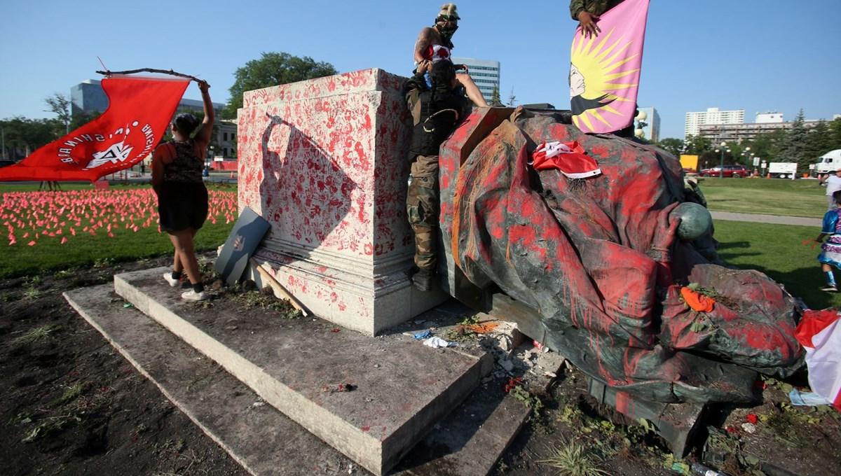 Kanada'da toplu çocuk mezarları protestoları: Kraliçe'nin heykeli yıkıldı