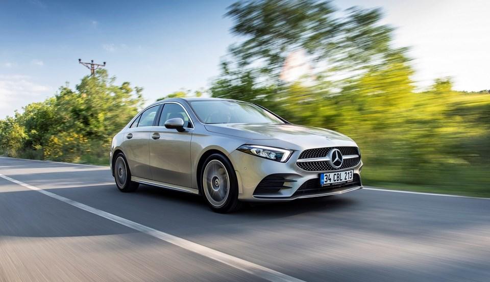 MBUX (Mercedes-Benz Kullanıcı Deneyimi) sürücüye sezgisel kullanıma imkân sağlıyor.
