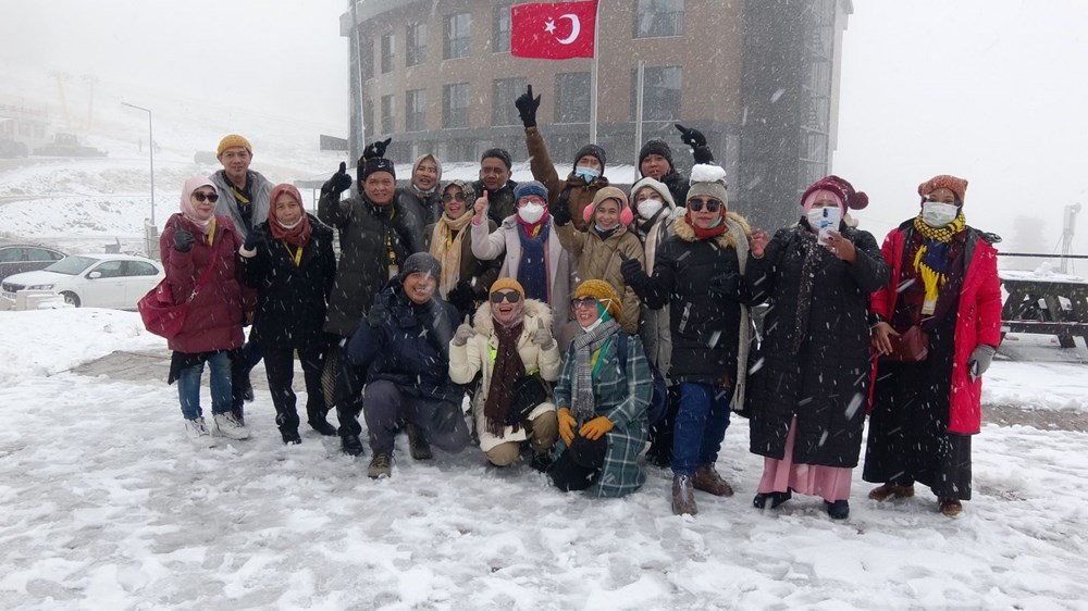 Uludağ'da kar yağışı tatilcileri sevindirdi - 6