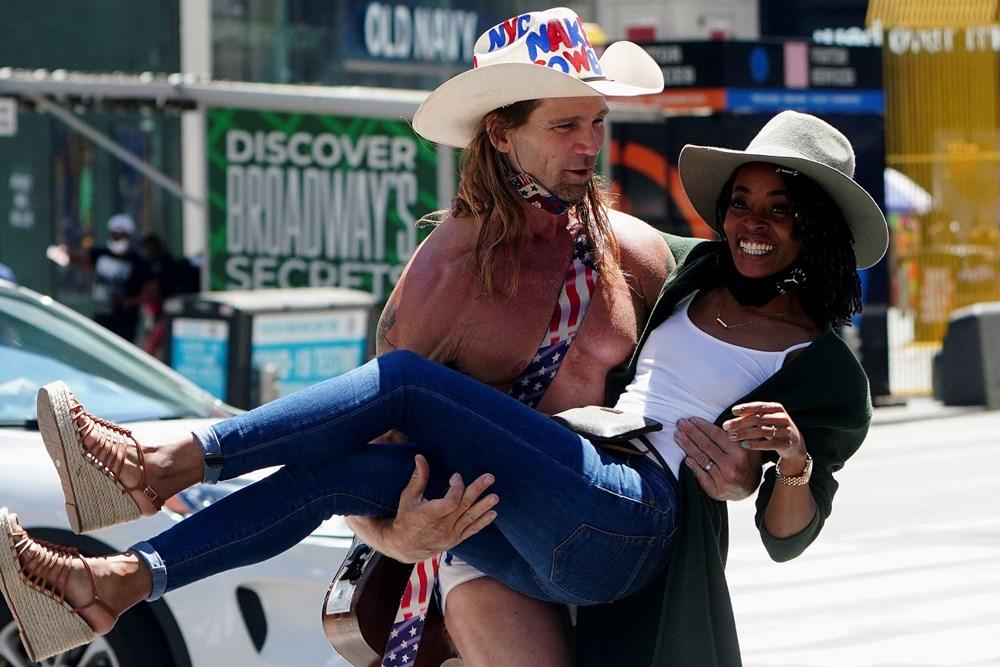New York 14 ayın ardından normale döndü: Sosyal mesafe ve maske kaldırıldı, işletmeler tam kapasiteyle açıldı - 10