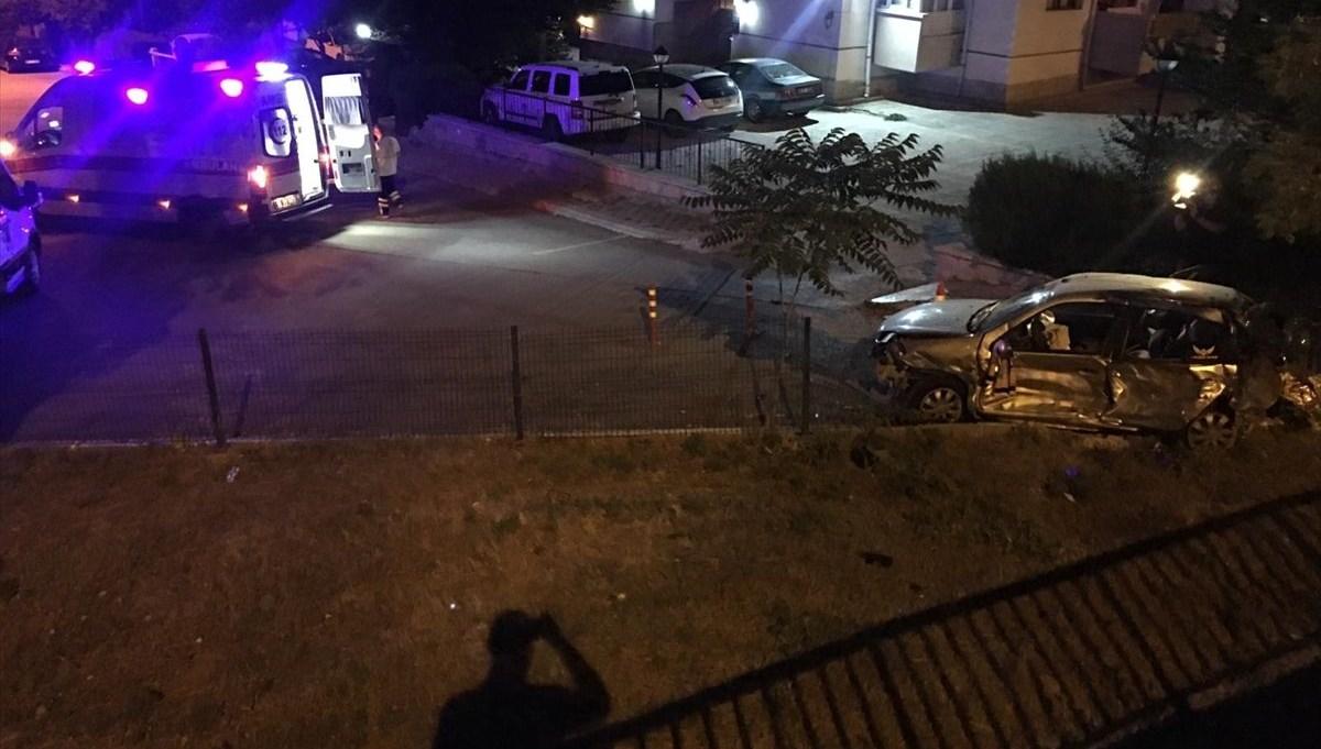 Kazada savrulan otomobil bahçeye uçtu