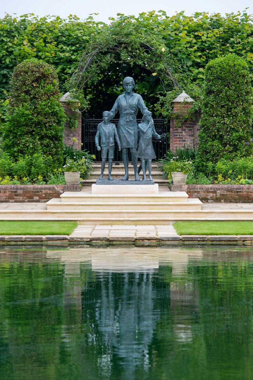 Prenses Diana'nın 60'ıncı doğum gününde Kensington Sarayı'nda heykelinin açılışı yapıldı - 12