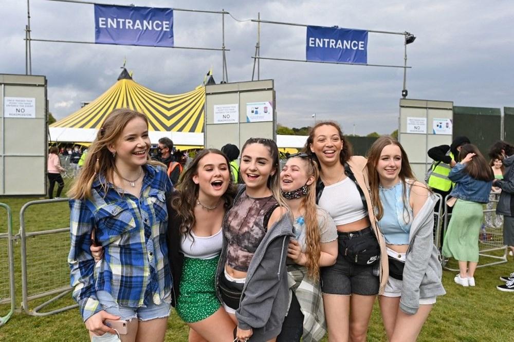 İngiltere'de aylar sonra ilk müzik festivali - 8