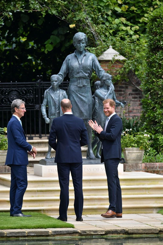 Prenses Diana'nın 60'ıncı doğum gününde Kensington Sarayı'nda heykelinin açılışı yapıldı - 8