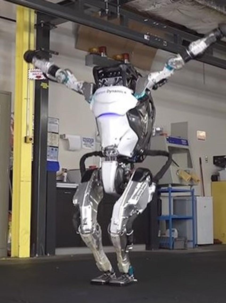 Atlas, yeni özellikleriyle vücudunu, bacaklarını, kollarını ve gövdesini bir dizi jimnastik hareketi yapmak için daha hızlı ve çevik bir şekilde kullanabiliyor.