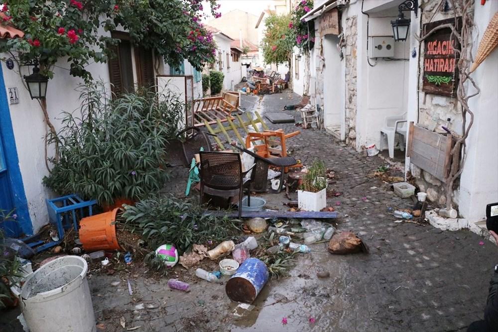 Tsunaminin vurduğu Seferihisar görüntülendi - 12