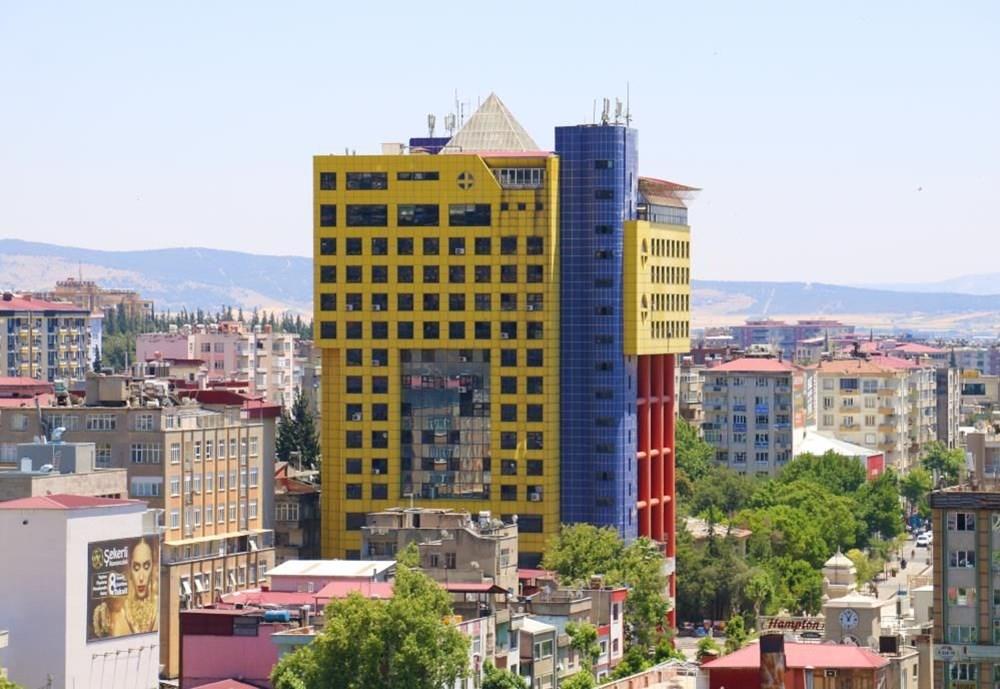 """""""Dünyanın en saçma binasının"""" yıkılacağı tarih belli oldu - 16"""