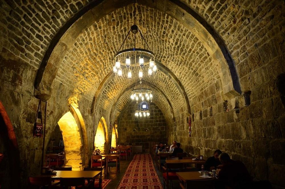 Bitlis'te 5 asırlık han ziyaretçilerini zamanda yolculuğa çıkarıyor - 3