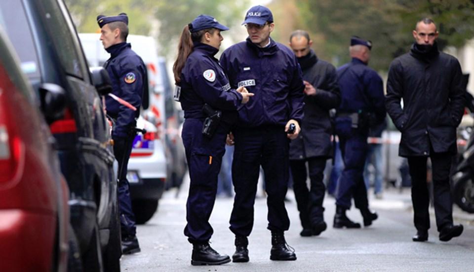 Polis, gazete binasını güvenlik kordonuna aldı.