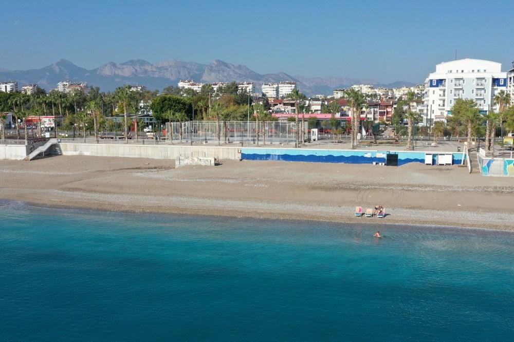 Antalya'da sahiller turistlere kaldı - 8