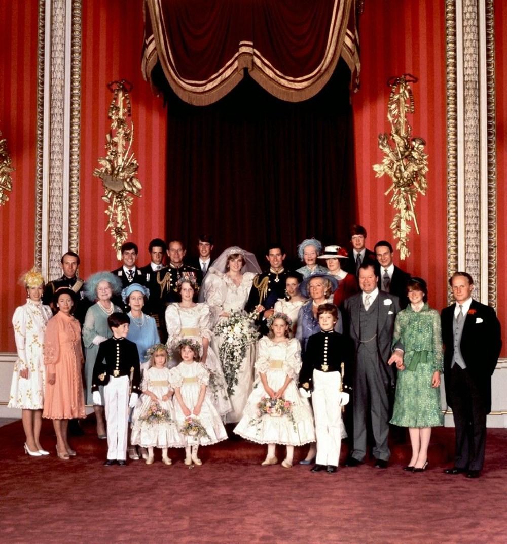 Prens Charles ve Diana'nın düğün pastası bin 850 sterline satıldı: Yemeyin uyarısı yapıldı - 5