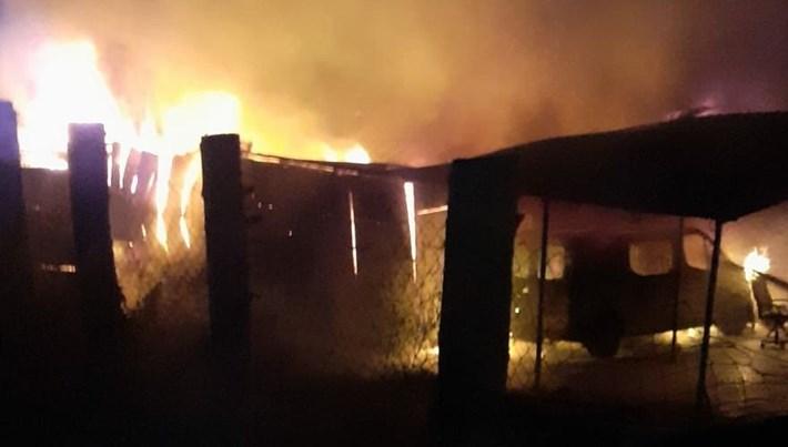 Yalova'da inşaat malzemeleri deposunda yangın