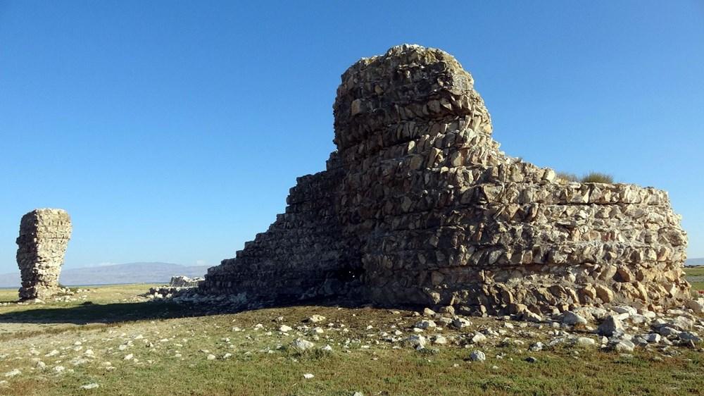 Van Gölü'nde sular çekilince tarihi Erciş Kalesi ortaya çıktı - 2
