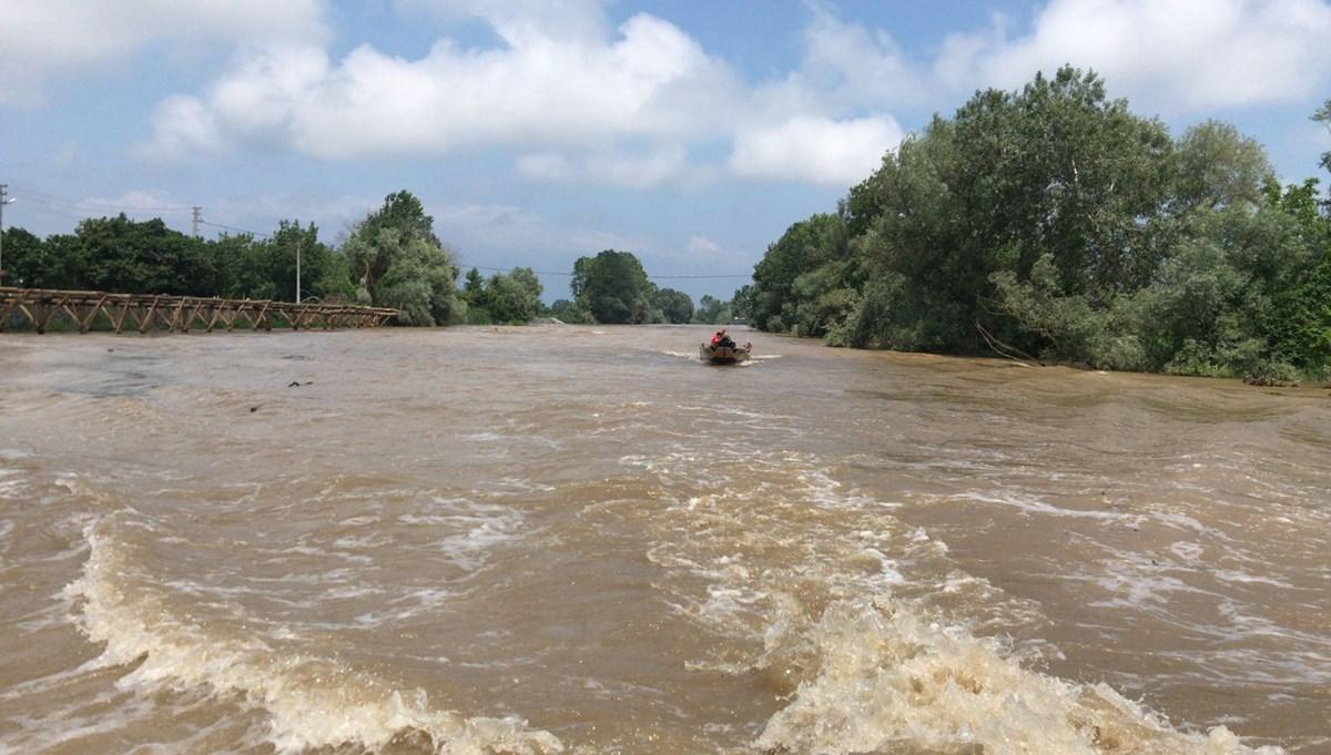 Sakarya'da nehirde kaybolan Emirhan'ı arama çalışmaları sürüyor