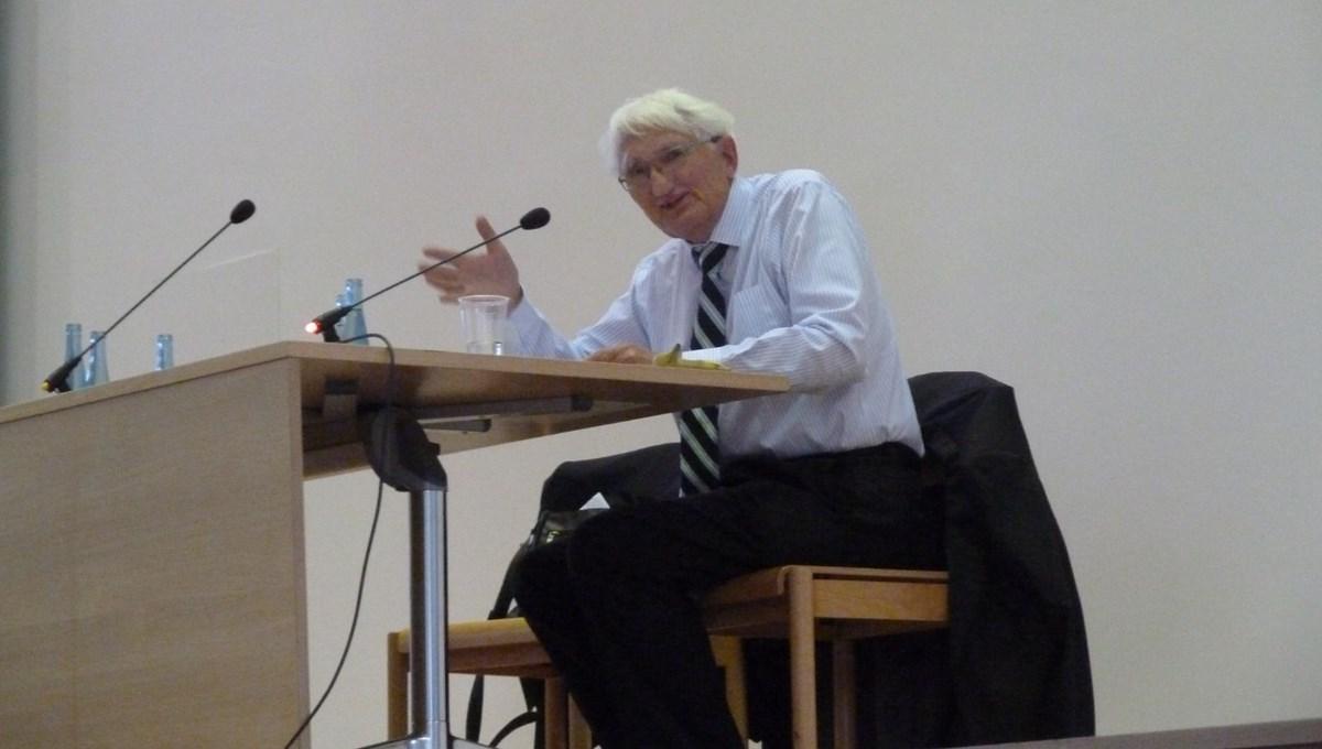 Alman filozof Habermas'tan geri adım: BAE'nin ödülünü kabul etmeyeceğini açıkladı