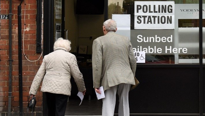 İngiliz gazeteleri seçim için ikiye bölündü: AB'den çıkış için Boris, Avrupa için Corbyn
